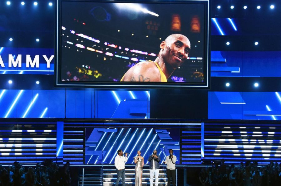 Alicia+Keys+and+Boyz+II+Men+began+the+night+with+a+tear-jerking+tribute+to+the+late+Kobe+Bryant.+