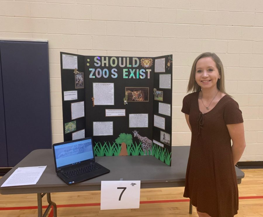 Christina+Marcus+%2811%29+presents+her+%22Should+Zoos+Exist%22+at+Dakota%27s+first+Capstone+presentation+year.